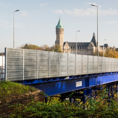 Pont bleu provisoire