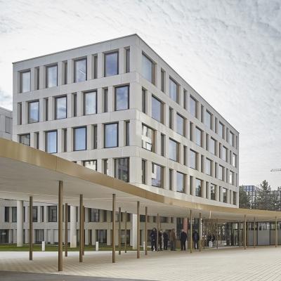 Empfangspavillon und Überdachung - IAK Gebäude